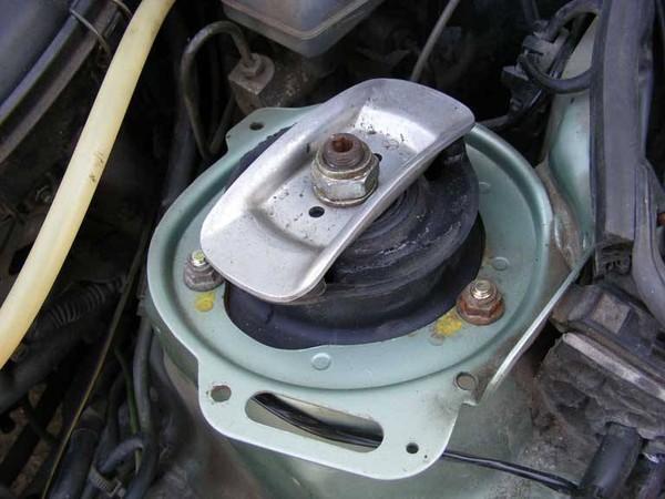 Как устранить люфт кулисы рычага коробки переключения передач на BMW E34