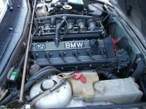 снять аккумулятор BMW 545i