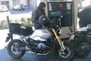 BMW NineT фото заправка