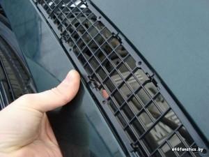 ставим сетку на капот BMW 46
