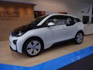 BMW i3 (2013) вид сбоку
