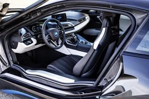 BMW i8 место водителя