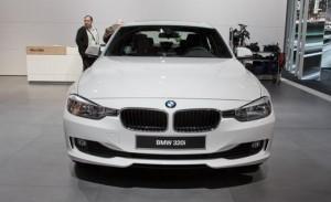 2013 BMW 320i вид спереди