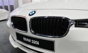 2013 BMW 320i передний бампер