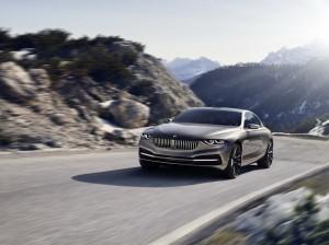 BMW 8 серий 2013 на дороге