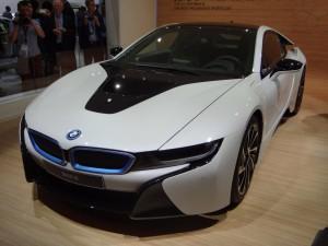 BMW i8 фото спереди
