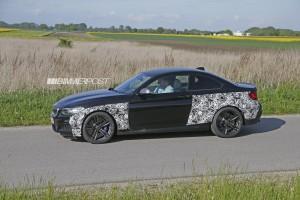 BMW M2 (F87) сбоку