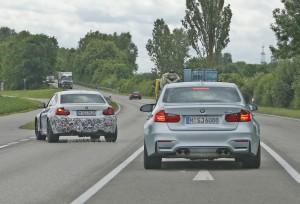 BMW M2 с 4-мя выхлопными на дороге