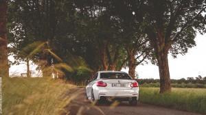 BMW M235i с M Performance сзади