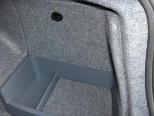 аккумулятор bmw e90 в багажнике