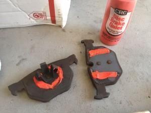 ставим тормозные колодки bmw e92
