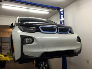 спереди BMW i3 REx