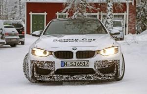 BMW M4 GTS спереди