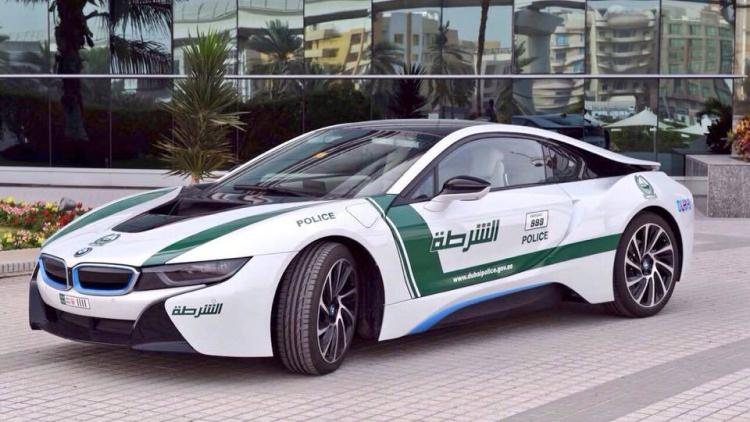 BMW i8 машина полиции