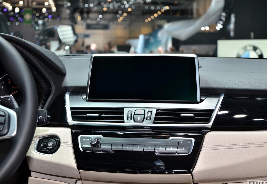 передняя панель BMW 2-серии Gran Tourer