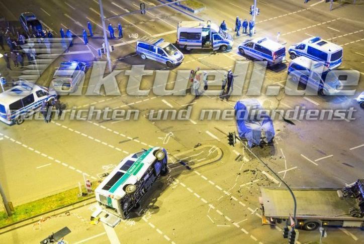 BMW 7-й серии столкнулся с полицией