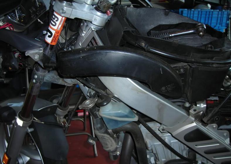 снимаем пластик BMW f650cs