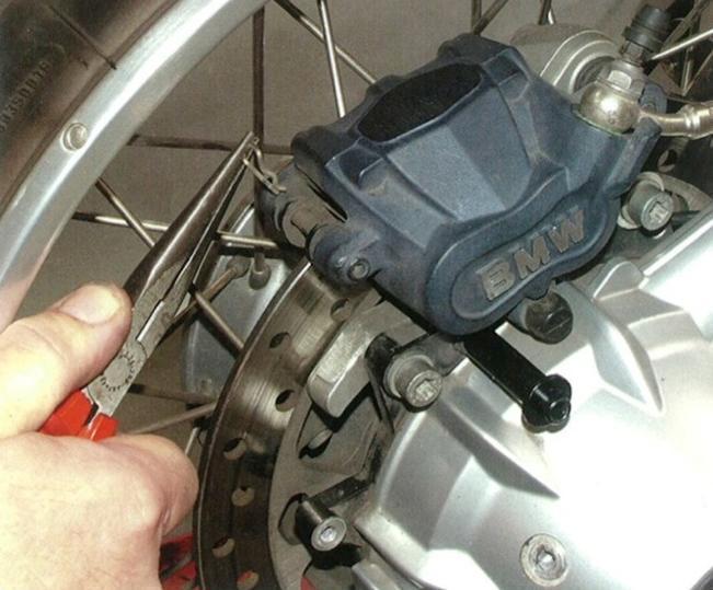 Как заменить задние колодки на BMW GS 1200