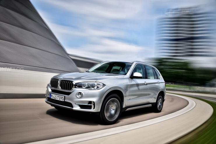 Новые фотографии BMW X5 xDrive40e – салон и внешний дизайн