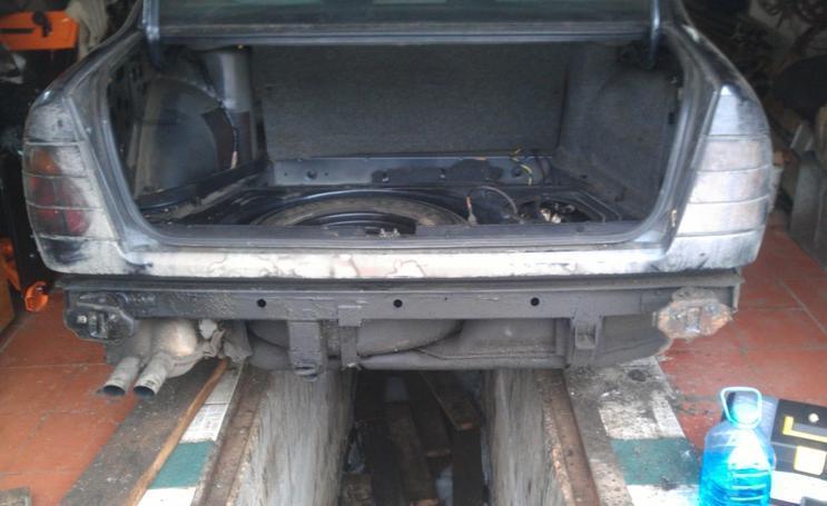 Как снять бак и поменять топливные трубки на BMW E34
