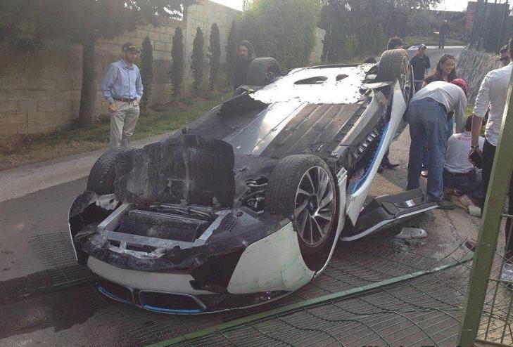 Первая, серьезная авария спортивной BMW i8