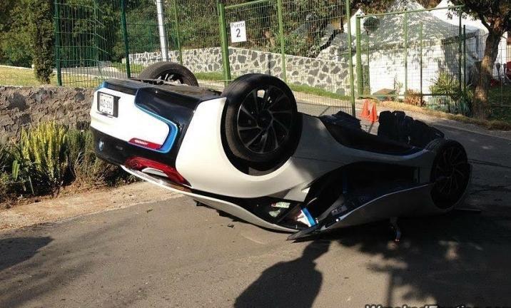 авария BMW i8
