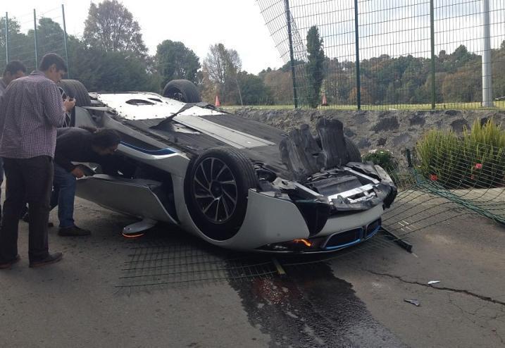 фото аварии BMW i8