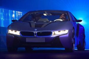 BMW i8 с лазерными фарами