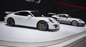 BMW M4 GTS против Porsche 911 GT3