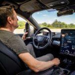 На Ford Mustang Mach-E можно будет ездить, не держа руки на руле