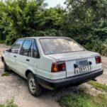 В гараже нашли старую Toyota Corolla с правым рулем на советских номерах